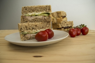 335x223-Foo1000-multicolour-tomatoes-sandwiches-fillings.jpg