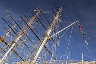335x223-Sce1010-multicolour-Cutty Sark-masts.jpg